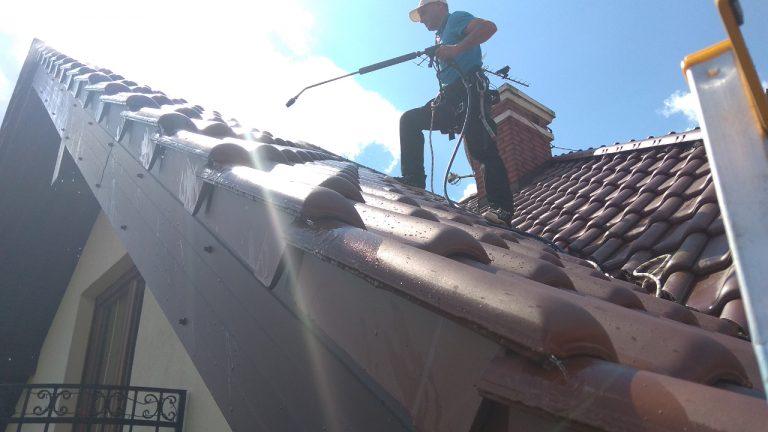 alpinistyczne mycie dachów